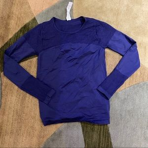 NWOT Fabletics violet/blue mesh warmup top size L